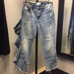 Pistola fashion ruffled jeans.